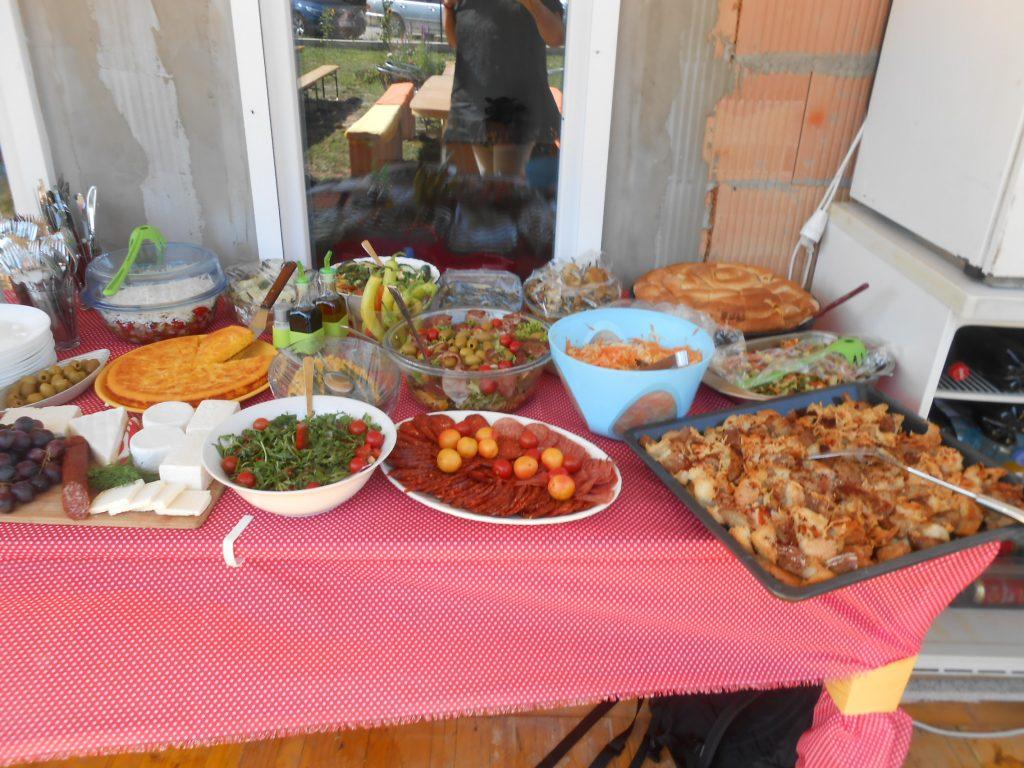 Salata, predjelo, kompletan obrok