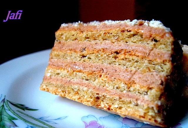 Jednom davno, jos sam bila daleko od kuvanja, probala sam ovu tortu i ljubav na prvi pogled jos uvek traje…Nadam se da smo svi bar jednom probali ovu lepoticu, a za sve ostale, evo malo modernizovanog klasicnog recepta :)))